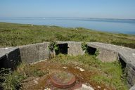 Vue de la pointe du Grand Gouin : encuvement de la batterie antiaérienne (Seconde Guerre Mondiale)