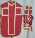 Ornement rouge 3 : chasuble, étole, bourse du corporal, voile du calice