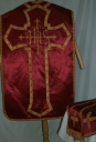 Ornement rouge 1 : chasuble, étole, voile de calice
