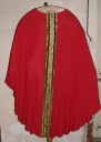 Ornement rouge 1 : chasuble, bourse de corporal, voile de calice