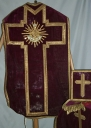 Ornement rouge 3 : chasuble, étole, voile de calice, bourse de corporal