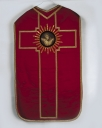 Ornement rouge 1 : chasuble, étole, voile de calice, bourse de corporal